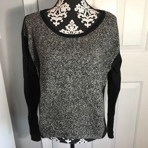 3/$25 🖤☠️ Athleta sweater
